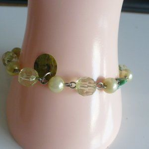 Designs by Suni Jewelry - ❤️3/$25 Retro Reconstructed Bracelet Green-Cream